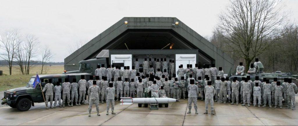 На този кадър от 2013 г., публикуван във Фейсбук, са американски войници от базата на ВВС на САЩ Volkel в Нидерландия. Снимка: Bellingcat