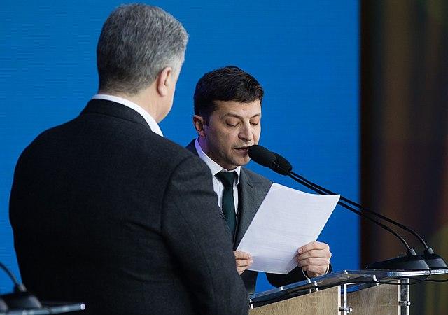 Зеленски обещаваше да поправи грешните на Порошенко, но засега изглежда решен да ги повтори. Снимка: Wikimedia Commons