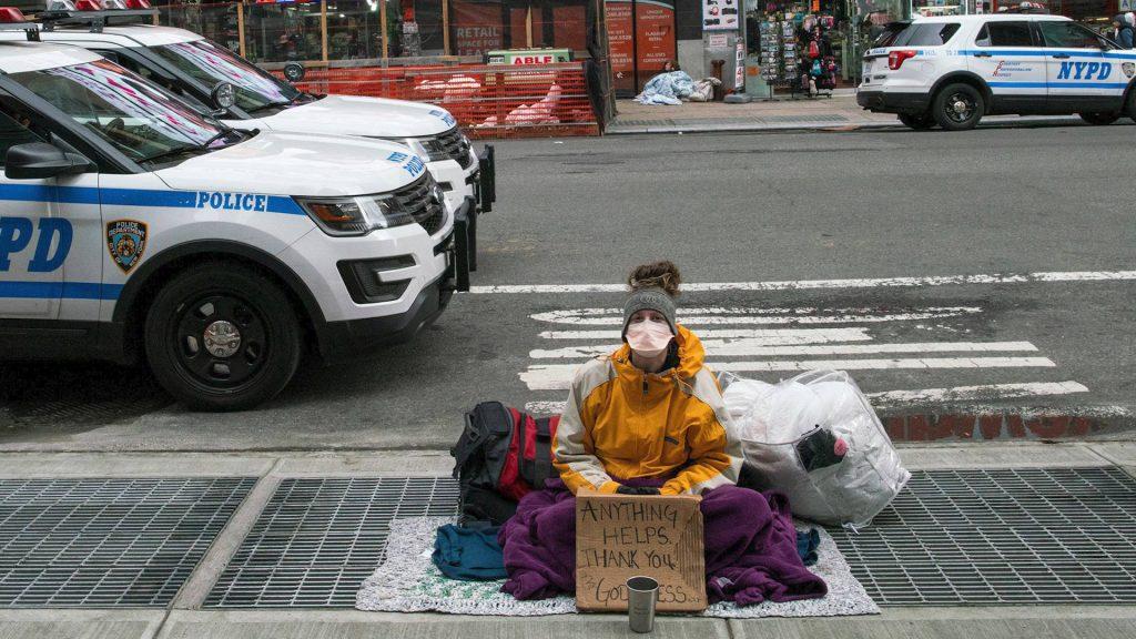Младите бездомници са честа гледка из улиците на Ню Йорк. Снимка: YouTube