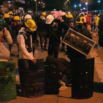 Протестите в колумбийския град Кали продължават, макар Националният стачен комитет да обяви временно прекъсване на конфронтационните действия. Снимка: colombia.as.com