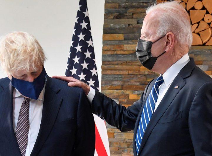 """""""Шерифът"""" Байдън  потренира върху Джонсън начина, по който иска да третира и света. Снимка: news.sky.com"""