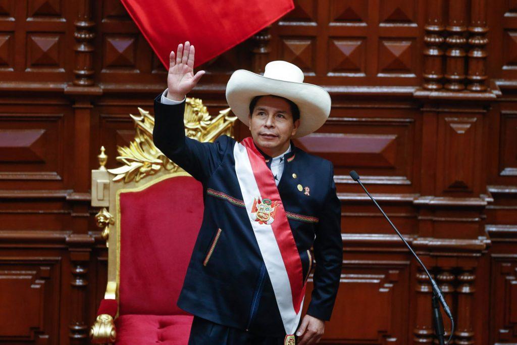 Педро Кастийо с президентската лента приветства Националния конгрес на Перу. Снимка: remonews.com