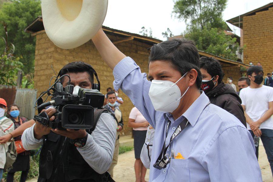 Големите медии в Перу са насочвани от шефовете си да всяват страх от Педро Кастийо сред публиката. Снимка: latercera.com