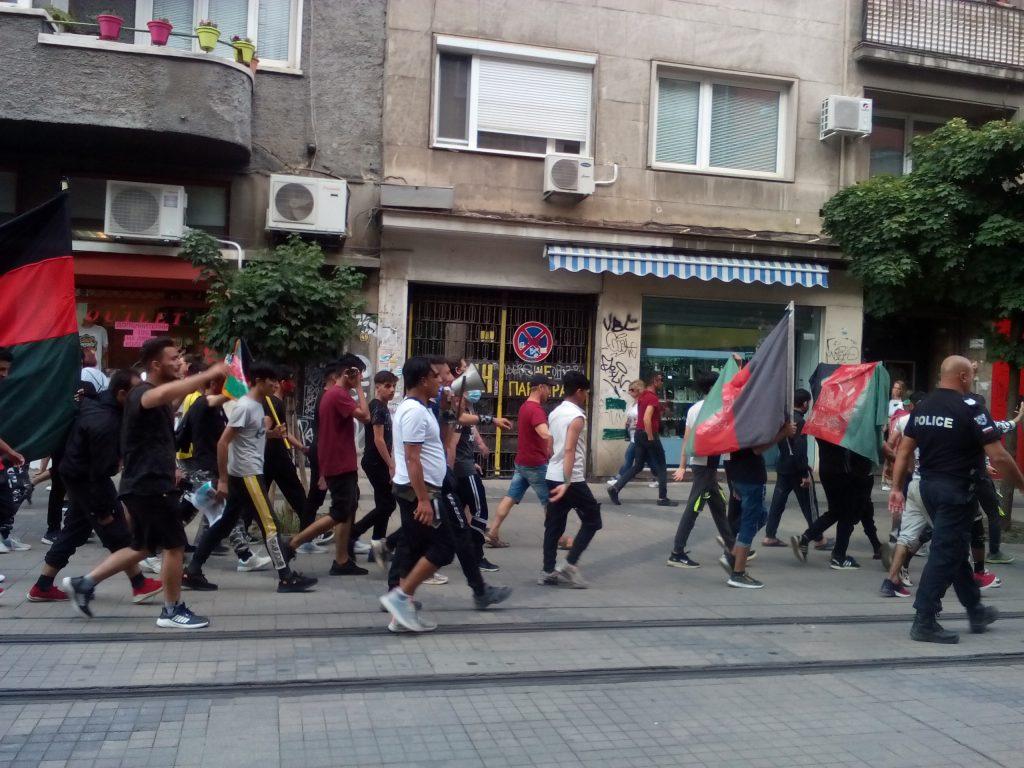 """Шествието на афганистанската общност у нас премина и по бул. """"Граф Игнатиев"""". Снимка: Къдринка Къдринова"""