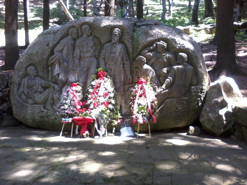 Барелефът с образите на основателите на социалистическото движение в България в подножието на връх Бузлуджа