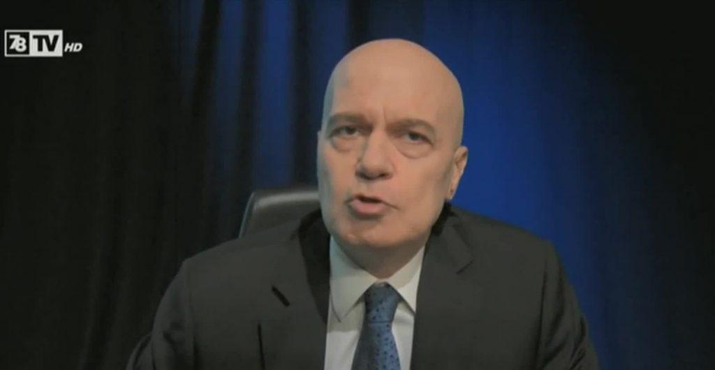 Слави Трифонов по време на изявлението си.