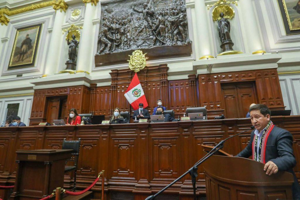 Премиерът Гидо Бейидо (на трибуната вдясно) успя да получи вот на доверие в Конгреса в Лима за своето правителство. Снимка: andina.pe