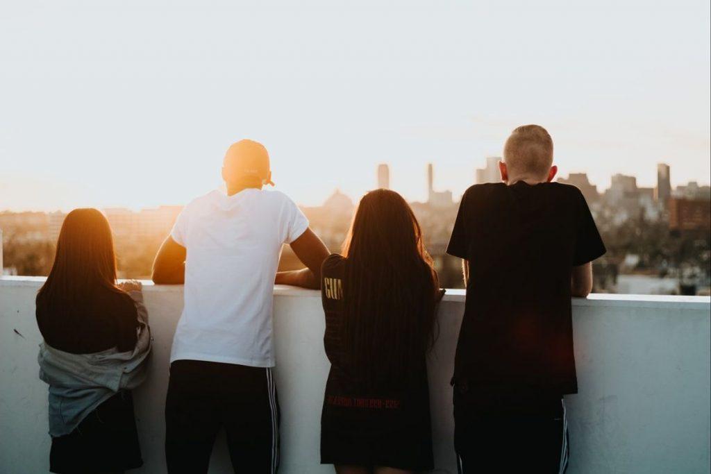 Много млади хора нямат друг избор за оцеляване, оквен да продължават да живеят с родителите си. Снимка: elperiodico.com