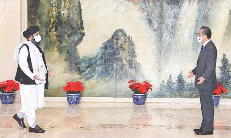 Външният министър на Китай Ван И прие в края на юли делегация на талбаните, включително и шефа на тяхната политическа комисия молла Абдул Гани Барадар. Снимка: fmprc.gov.cn