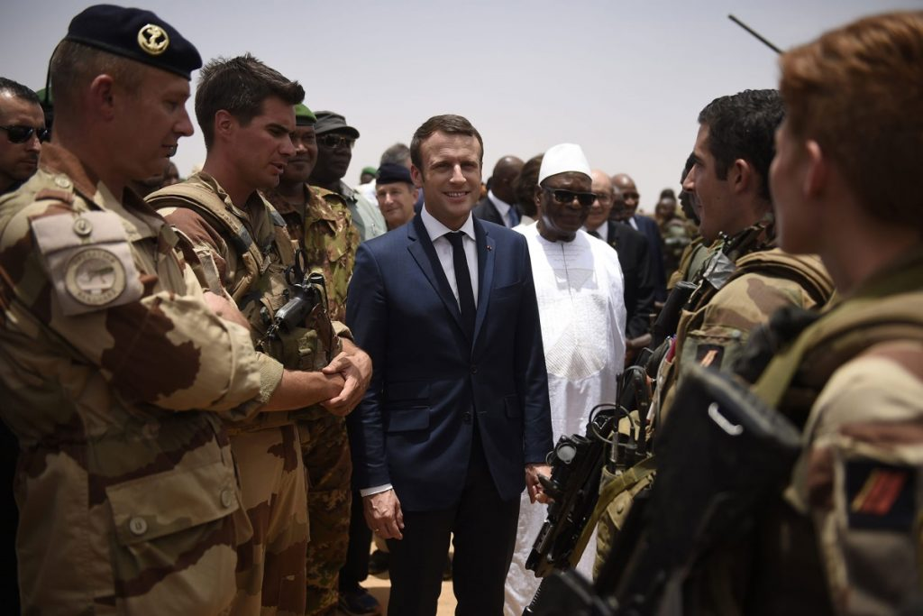 Макрон на среща с френски военни в Мали
