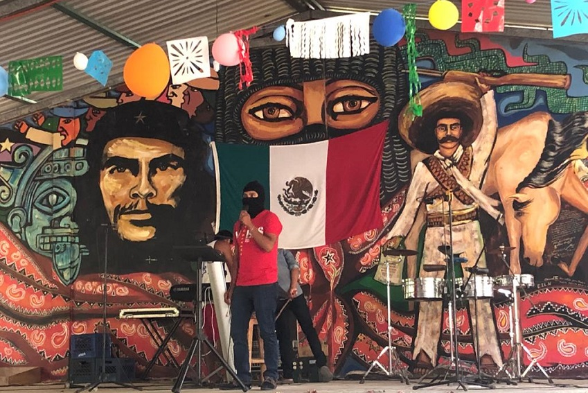 Момент от митинг, с който в Чиапас бяха изпратени сапатистите, потеглящи към Европа. Снимка: www.cetri.be
