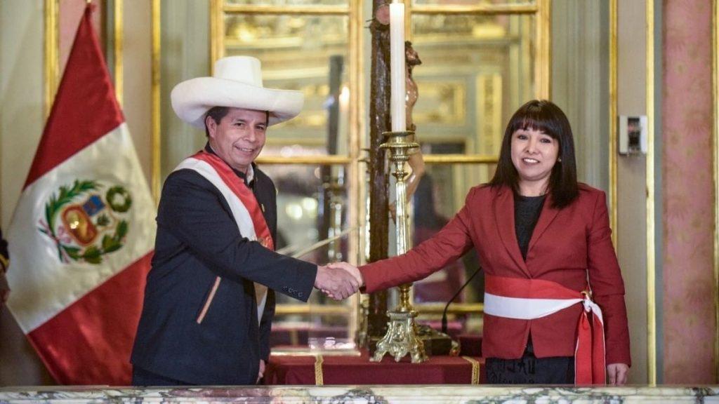 Перуанският президент Педро Кастийо назначи за нов премиер Мирта Васкес. Снимка: eldiario.es
