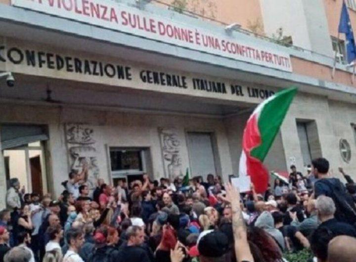 Момент от демонстрацията на 9 октомври пред централата на CGIL в Рим, малко преди щурма. Снимка: citynow.it