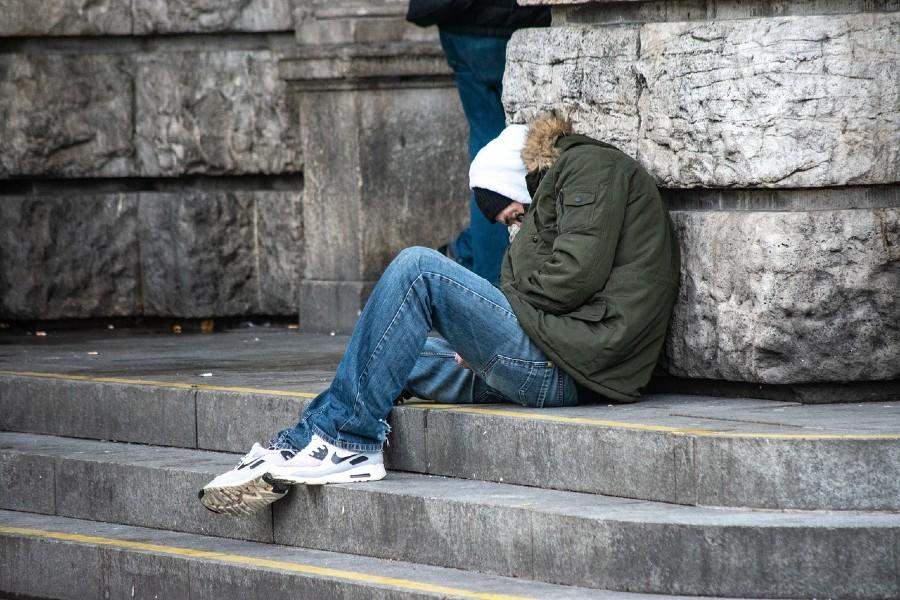 Липсата на жилище е едно от многото измерение на неравенството, които нашето общество наблюдава, но счита за индивидуален проблем, а не за проявление на изградената в нашата страна социално-икономическа система (източник: Pixabay, CC0)