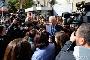 Зам. здравният министър Ваньо Шарков дълго разговаря с медиите